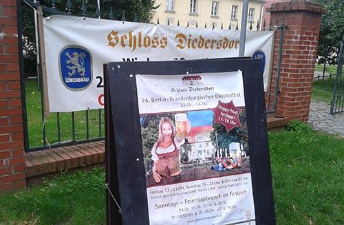 Werbung für das Oktoberfest auf Schloss Diedersdorf