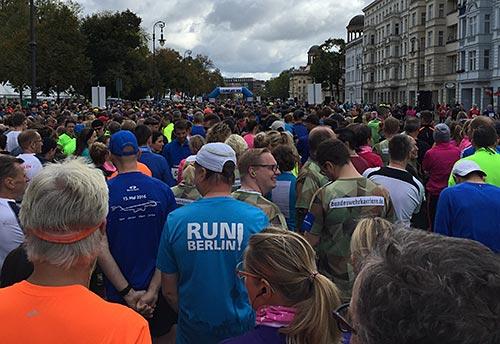 Läufer vor dem Start des Great 10k Berlin 2017
