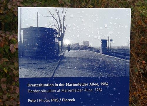 Schild Grenzsituation Marienfelder Allee 1954