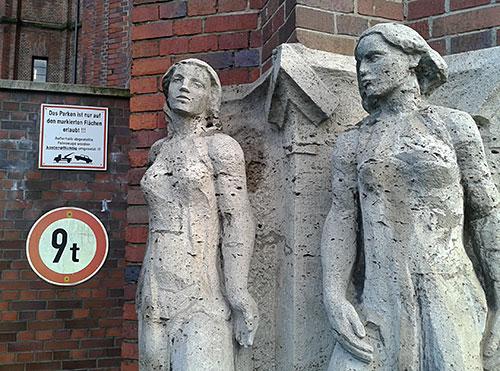 Skulpturen am Ullsteinhaus
