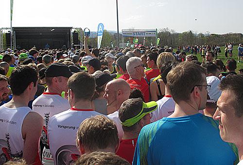 Vor dem Start des Freiburg-Halbmarathon