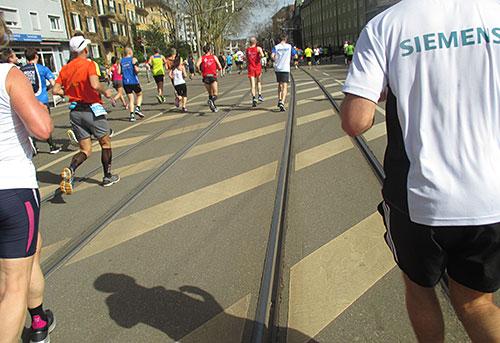 Straße mit Schienen