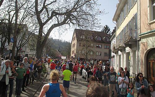 Läufer beim Freiburg-Halbmarathon