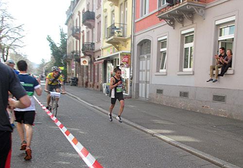 Der führende Läufer des Marathons