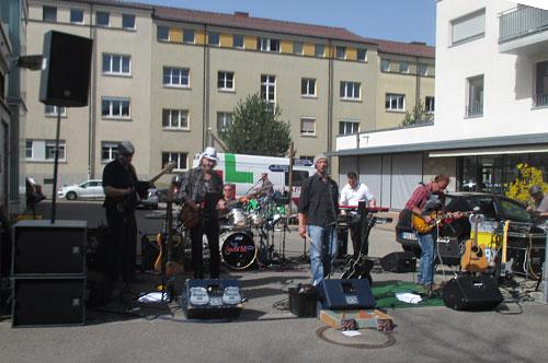 Band am Streckenrand des Freiburg-Marathons