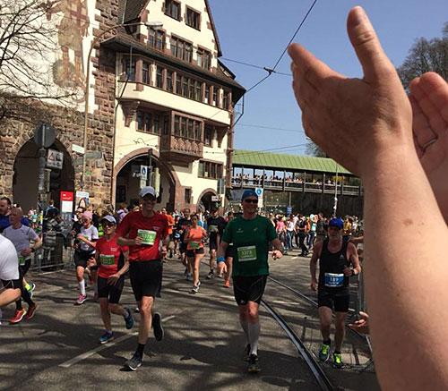startblog-f-Läufer werden klatschend empfangen