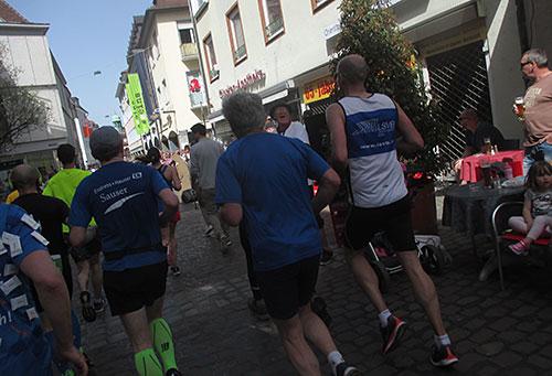 Halbmarathon-Teilnehmer in der Innenstadt