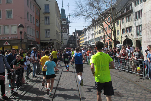 Läufer beim Freiburg-Marathon