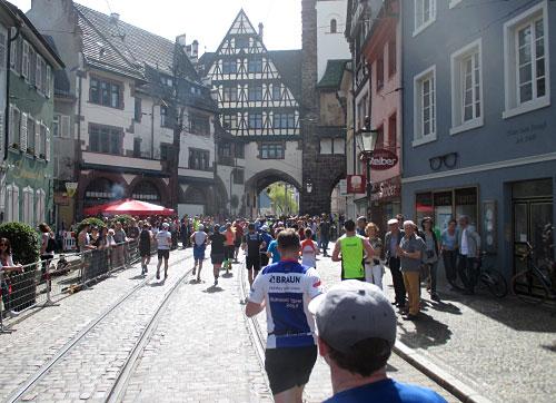 Läufer in der historischen Altstadt