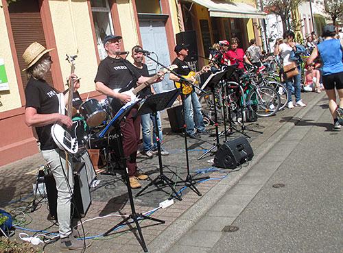 Eine weitere Band macht Musik für die Läufer