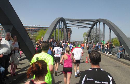 Die letzte Brücke zum Messegelände
