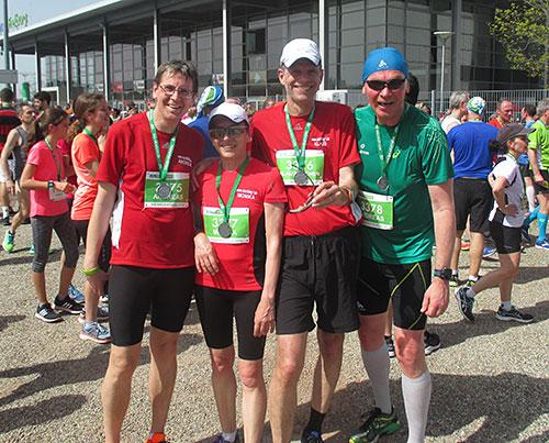 Gruppenbild mit Finisher-Medaillen