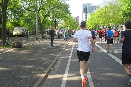 Zuschauer bei Kilometer 1
