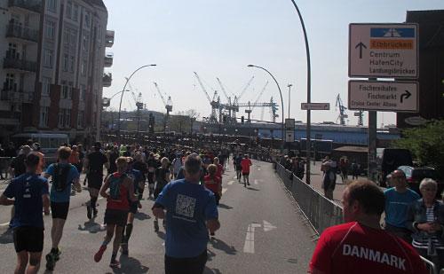 Läufer am Hafen