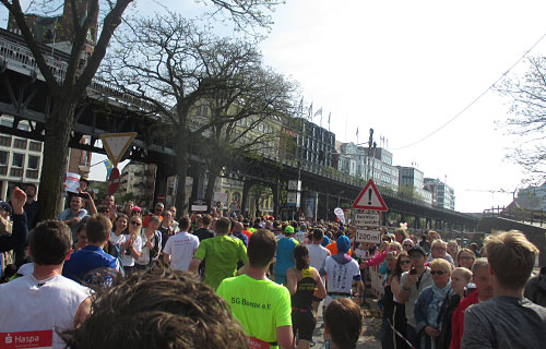 Marathon-Läufer am Hafen