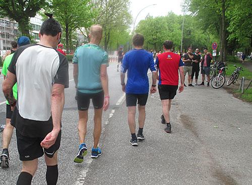 Viele Läufer gehen