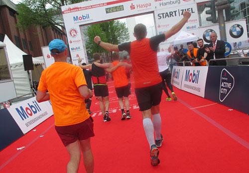 Im Ziel des Hamburg-Marathon 2018