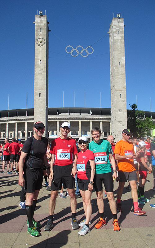 startblog-f-Gruppenbild vor dem Olympiastadion