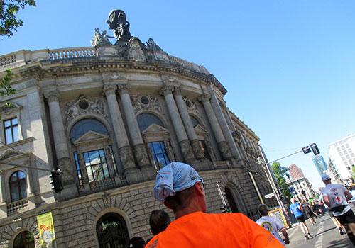 25-km-Läufer am Museum für Kommunikation