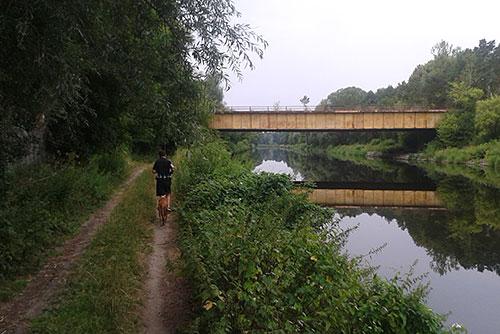 Läufer am Teltowkanal kurz vor Albrechts Teerofen