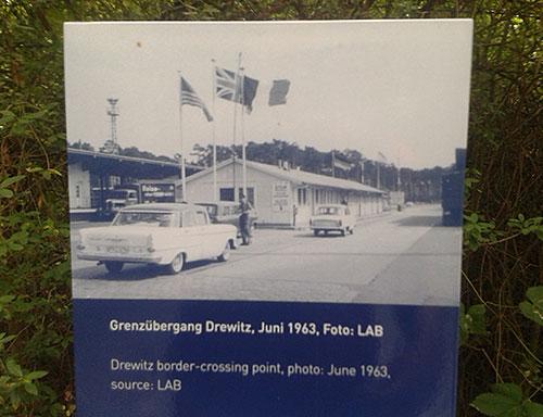 Mauer-Gedenkstele Grenzübergang Drewitz