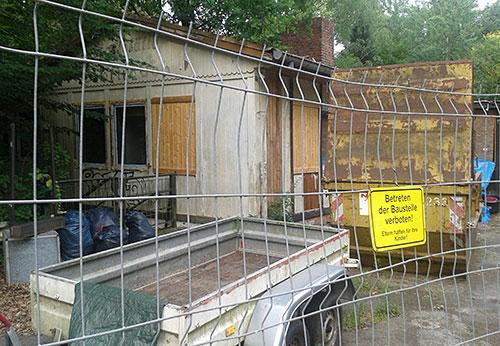 """Betreten verboten: Ehemalige Gaststätte """"Raststätte Dreilinden"""""""