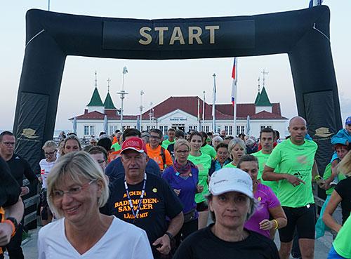 Start des Moon Run 2018 an der Seebrücke Ahlbeck