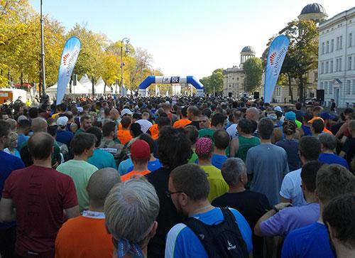 Läuferfeld vor dem Start des Great 10k Berlin 2018