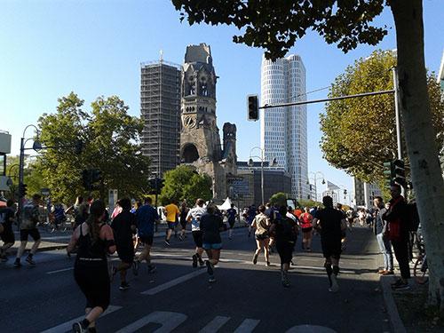 Läufer des Great 10k an der Gedächtniskirche