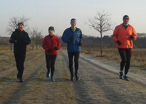 Läufer auf dem Drei-Streifen-Weg