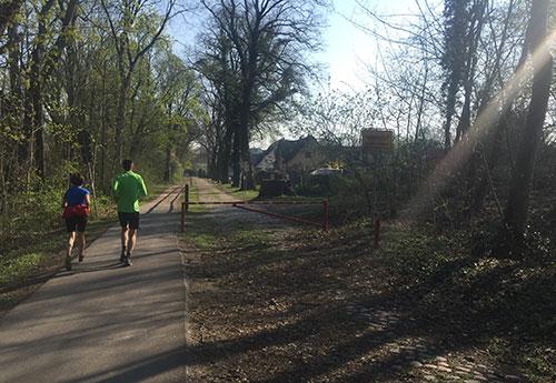 Läufer auf dem Weg nach Heinersdorf