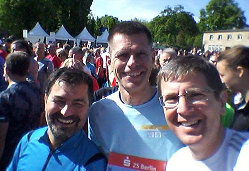Läufer vor dem Start des 25-km-Laufs in Berlin 2019