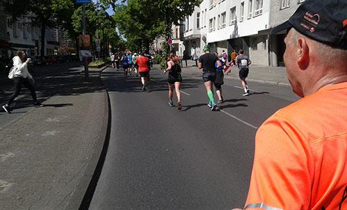Läufer auf der Kantstraße in Berlin