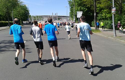 Auf den letzten 2 Kilometern mit Blick auf das Olympiastadion