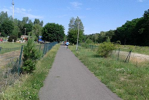 Kurz nach dem ersten Bahnübergang bei Wendisch-Rietz