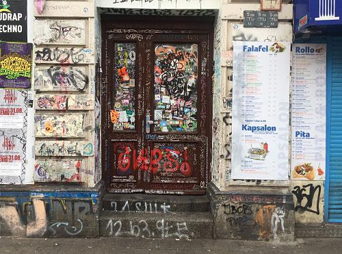 Graffiti-beschmierte Tür am Sielwall