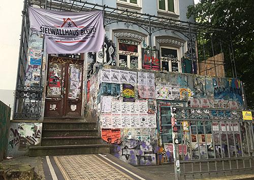 Sielwallhaus mit Plakaten