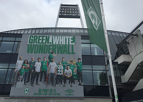 Banner am Weserstadion: Green White Wonderwall