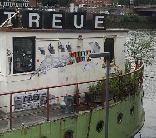 Schiff MS Treue an der Weserpromenade