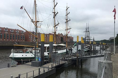 Schiff Alexander von Humboldt am Martinianleger