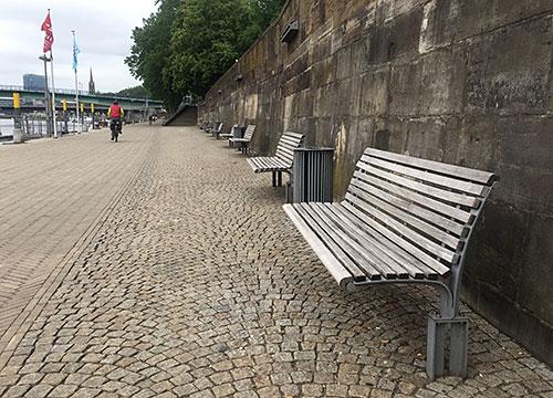 Bänke an der Weserpromenade