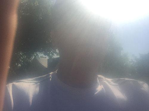 Läufer im gleißenden Sonnenlicht