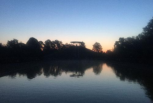 Lilienthal-Denkmal im ersten Morgenlicht