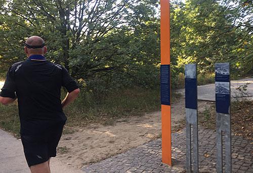 Gedenkstele am Berliner Mauerweg