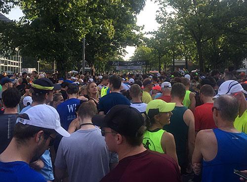 Läufer vor dem Start des Tegel-Halbmarathon 2019