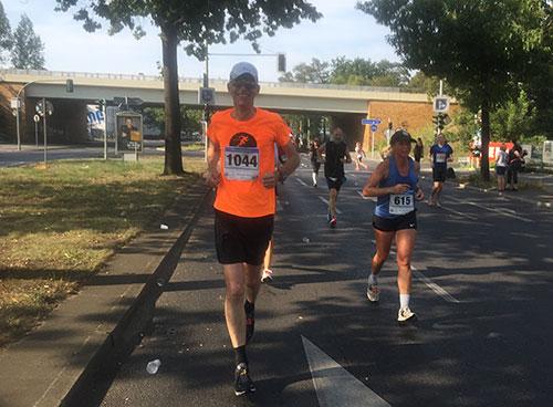 startblog-f-Läufer auf Kilometer 11