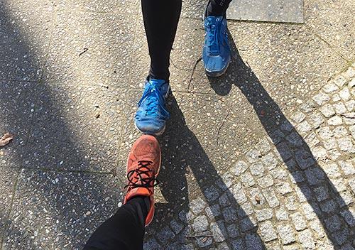 Läufer-Fuß-Gruß in Zeiten des Coronavirus