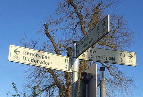 Schilder Richtung Genshagen Diedersdorf