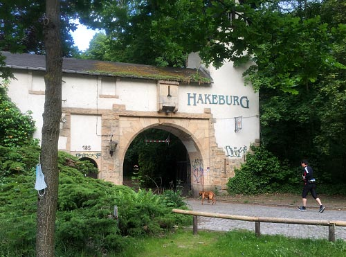 Einfahrtstor zur Hakeburg