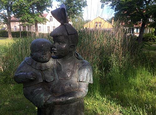 Skulptur auf dem Stahnsdorfer Dorfanger